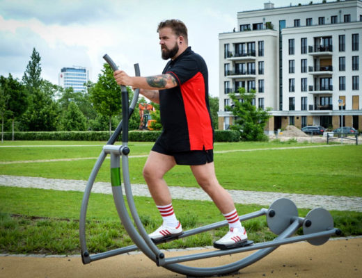 Sportswear Performance-Wear Plus Size Male Model Blogger Claus Fleissner