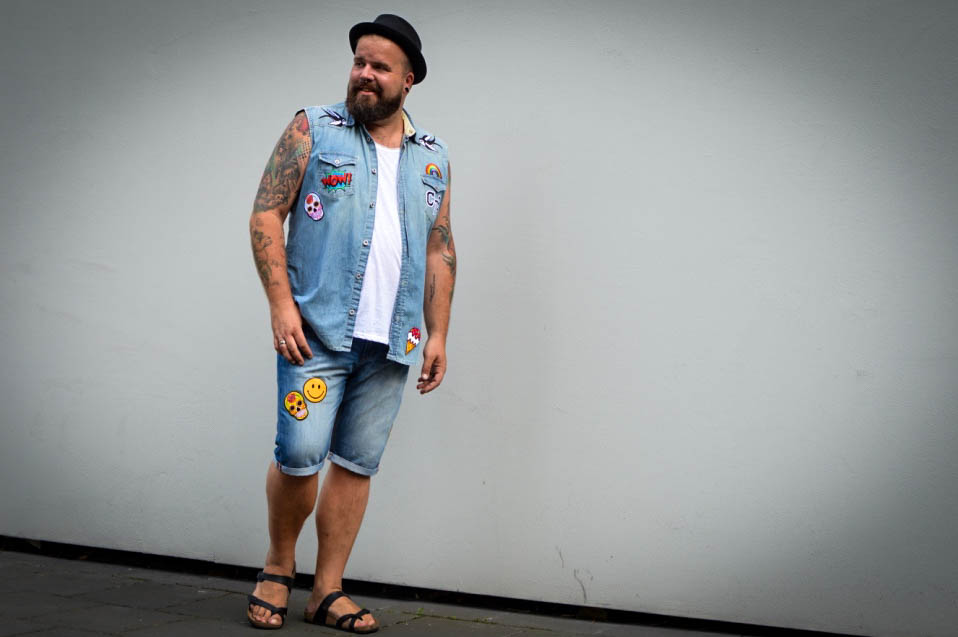 Denim Trend Patches DIY Do It Yourself Plus Size Fashion pimp your outfit iron on patches Bügelbilder Aufbügeln Male Plus Size Fashion Blog Blogger Model Claus Fleissner