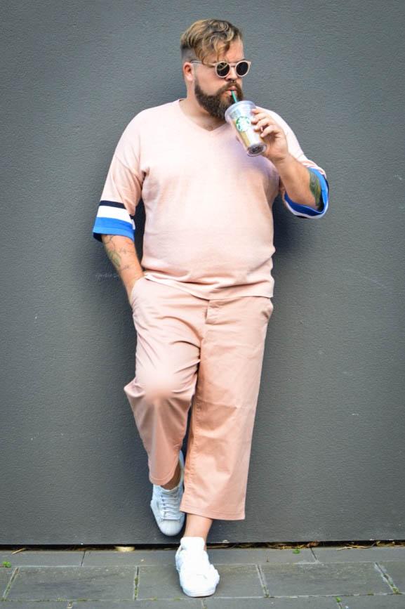 Asos asseenonme rosé rosequartz 7/8 Hose wideleg shades of pink plus size male model blog blogger männermodel große Größen Herren Herrenmode XXL