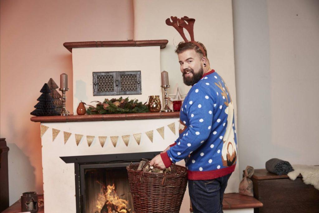 Male Plus Size Blog Blogger Model Claus Fleissner Happy Size Weihnachten Christmas Xmas Shooting große Größen Herrenmode XXL Männermode Santa Claus Weihnachtspullover Ugly Sweater Xmas Jumper Weihnachtspulli Rentier Eisbär