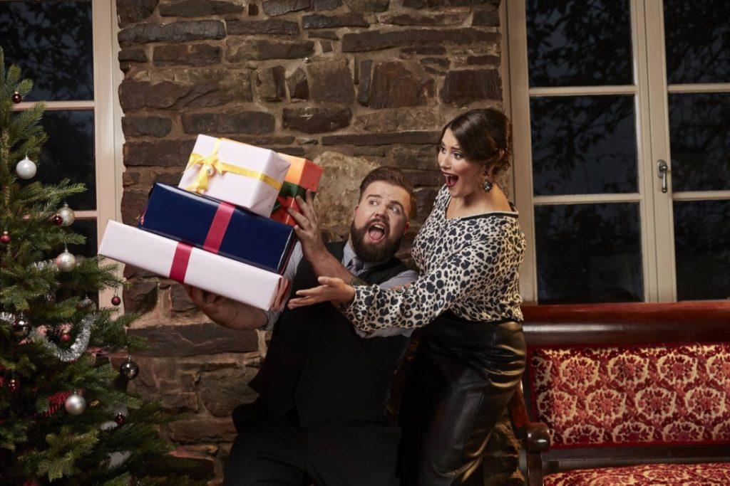 Male Plus Size Blog Blogger Model Claus Fleissner Happy Size Weihnachten Christmas Xmas Shooting große Größen Herrenmode XXL Männermode Santa Claus Céline Denefleh Curvy Supermodel RTL2 festliche Mode Festtag feierlich