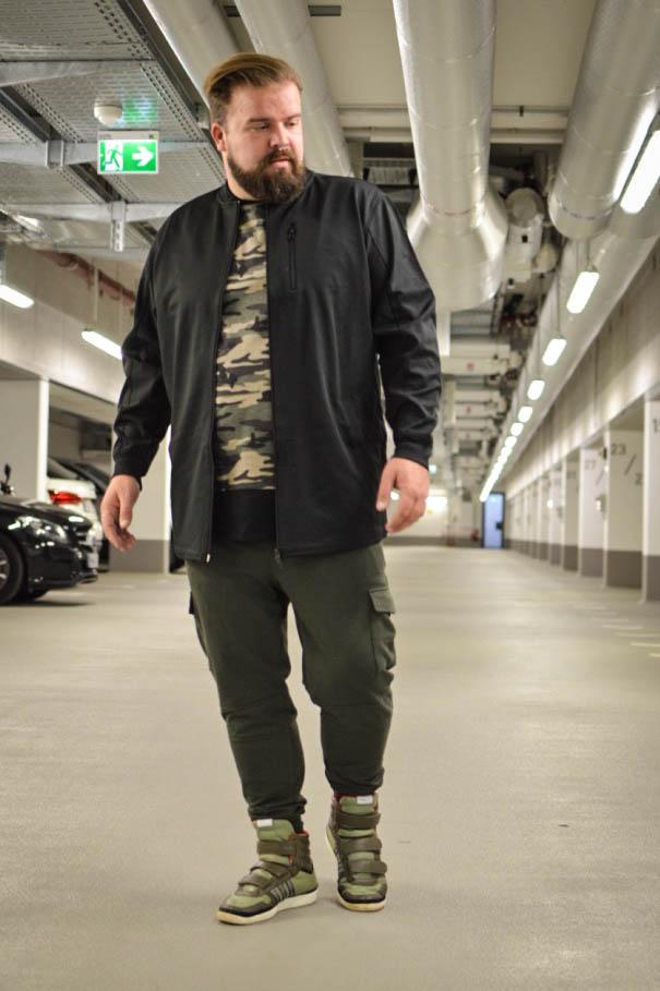 Male Plus size Blog Blogger Model Longfit streetwear Männermode XXL große Größen Herren Happy Size Camouflage Army Joggpants Jogginghose