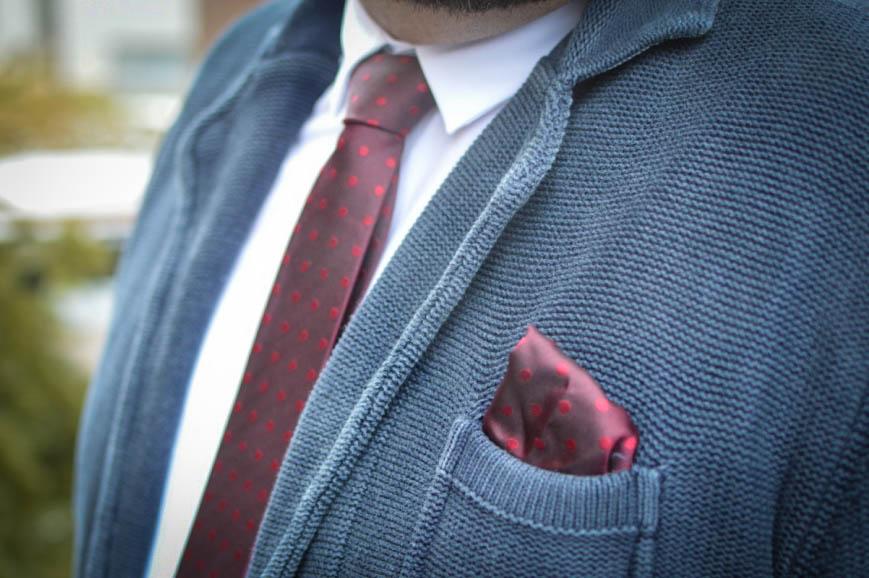 Male Plus Size Model Blog Blogger engbers XXL Männermode große Größen Herrenmode XXL Übergröße Stricksakko Krawatte mit Einstecktuch Accessoires